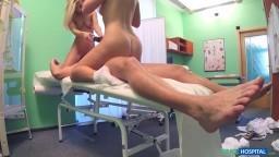 FakeHospital - anál se setřičkou a s pacientkou - české porno