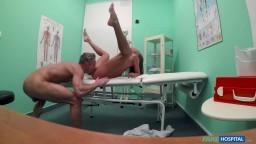 FakeHospital - sexuálně neuspokojená žena od manžela prcá se svým doktorem