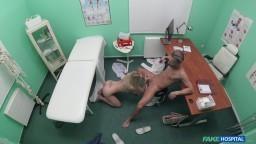 FakeHospital - sladká česká blondýnka vzruší svého doktora na prohlídce