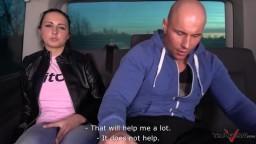 Takevan - brunetka zažije tvrdý sex v autě
