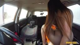 Sex v autě autoškoly s mladičkou Jai James