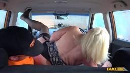 FakeDrivingSchool - Lacey Starr - nadržená mamina s instruktorem v autoškole