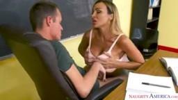 První sexuální doučování s učitelkou