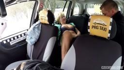 CzechTaxi - 31 mamina v nejlepších letech si to nechá udělat od taxikáře