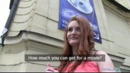 PublicAgent / Rychlý Prachy - Sexy zrzka se nechá překecat k sexu za rychlý prachy