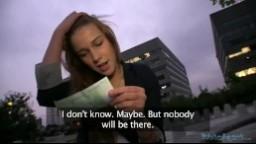 PublicAgent / Rychlý Prachy - roztomilá Alexis Crystal se nechá obtáhnout ve veřejném parku v Praze