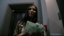 PublicAgent / Rychlý Prachy - mladá holka ošukaná v podzemních garážích