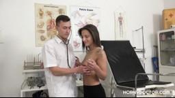 HornyDoctor - asistent gynekologa oprcá jeho pacientku NiColette Noir