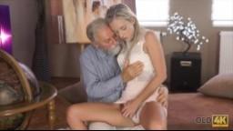 OLD4K - Sexuální zeměpis stařík s blondýnkou zařije orgasmus