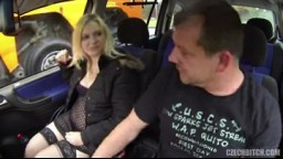 Český kurvy z E55 - E27 blonďatá mamina vydělává prachy šlapáním u silnice
