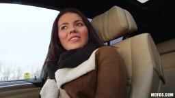 MOFOS / FakeTaxi s českou brunetkou Vanesou Decker v autě