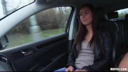 Prcání stopařek - Victoria Sweet se nechá přemluvit k sexu při stopování