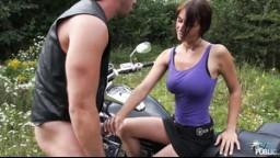 MyFirstPublic - E48 Adriana si užije venkovní sex s motorkářem