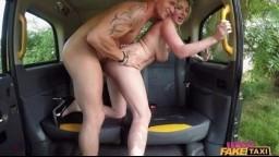 FemaleFakeTaxi - krásná blonďatá taxikářka Georgie Lyall prcá se svými zákazníky