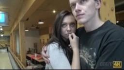 Hunt4K - sexuální výzva při partičce bowlingu pro český pár