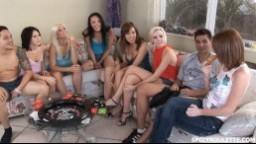Spicy Roulette - parta amerických studentů si zahraje sex ruletu