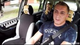 CzechTaxi 41 - taxikář si to rozdá s nádhernou blondýnkou / české péčko zdarma