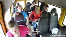 CzechBangBus 3 - zralá mature blondýnka si užije grupáč v autobuse