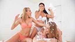 4k VR porno s českými sexy dívkami Alexis Crystal & Billie Star