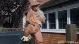 Brazzers porno aneb farmář hledá ženu krásná blondýnka s luxusním popředím