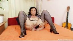 Czech Cougars / České Mature ženy porno - Teryna 1