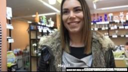 CzechPawnShop - sexy holka si tonechala udělat zezadu v zastavárně