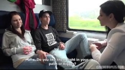CzechCouples E26 - České páry z ulice - mladí studenti šukají ve vlaku