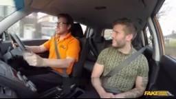 FakeDrivingSchool - instruktorka v autoškole svede svedla svého žáka při jízdě