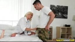 RealityKings - blondýnka zaplatila svým tělem za pronájem baráku