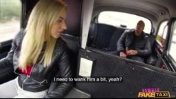 FemaleFakeTaxi - nadržená taxikářka mu ukázala svojí kundičku