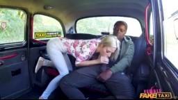 FemaleFakeTaxi - sexy blondýnka si užila parádní jízdu s velkým pérem v taxíku