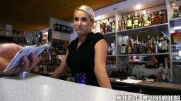 RychlýPrachy - mladá barmanka si nechala zaplatit za kuřbu ve skladu