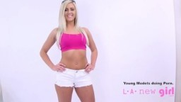 Blondýnka na svém prvním porno castingu na fotomodelku