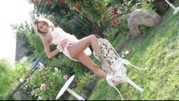 Sexy striptýz české modelky Veroniky Fasterové v rajské zahradě