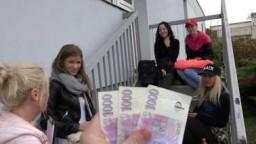 Czech Couples 35 - krásná studentka Sarah Kay udělá za peníze cokoliv - české porno zdarma