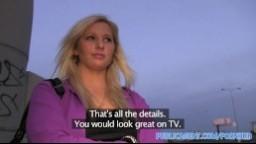 Czech Public - Rychlý prachy luxusní blondýnka si zašuká při čekání na autobus