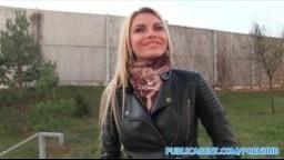 Rychlý prachy aneb Public Agent v českých ulicích - blondýnka mu dá pořádně zašukat v privátě