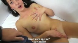 Český megacasting sexy brunetka masturbuje