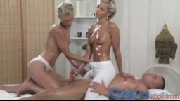 Dvě krásné české blondýnky postytují erotickou NURU masáž
